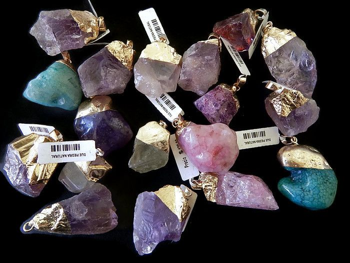 DPNMK -05  Dije de piedra natural con capuchon de chapa, colores a granel, precio x pieza $45, 6 piezas x $239 12 piezas x $449