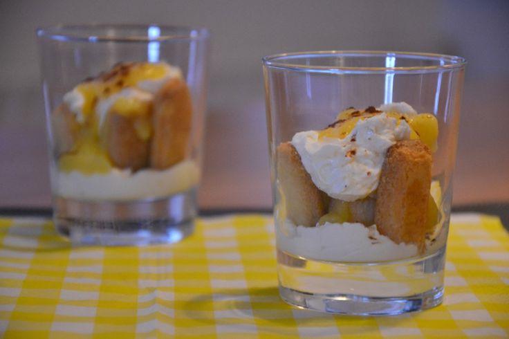 Herinner je de Limoncello Semifreddo nog? Het is het lekkerste toetje dat ik ooit gemaakt heb. Een toetje met lemon curd, mascarpone, roomkaas, lange vingers en limoncello. Super lekker. Het water loopt me in de mond als ik er aan denk. Heel toevallig lag er in de koelkast een restje mascarpone én een restje lemon... LEES MEER...