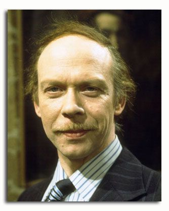 ss3525600_-_photograph_of_brian_murphy_as_george_roper_from_george_and_mildred_available_in_4_sizes_framed_or_unframed_buy_now_at_starstills__52886_zoom.jpeg (334×418)