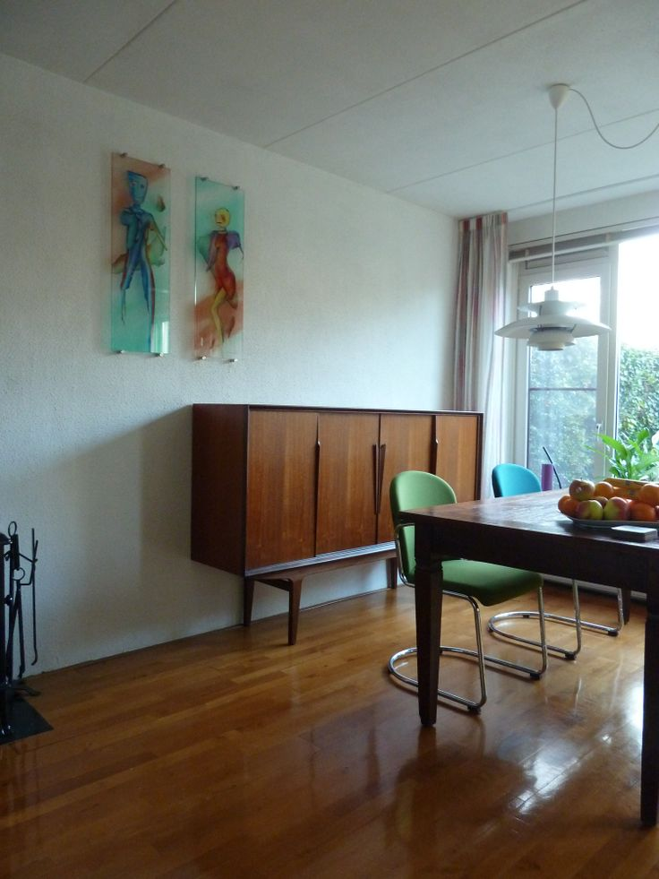 Gezien: in Stiens een dressoir en in Ootmarsum de glazen panelen van Dechaux.