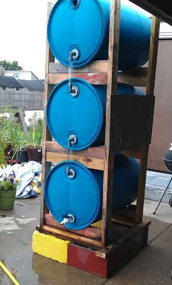 How to build a 3 drum rain collection system better. Great idea. That simple clear tube connecting each barrel will help know how much rain you have stored. Clever but simple.