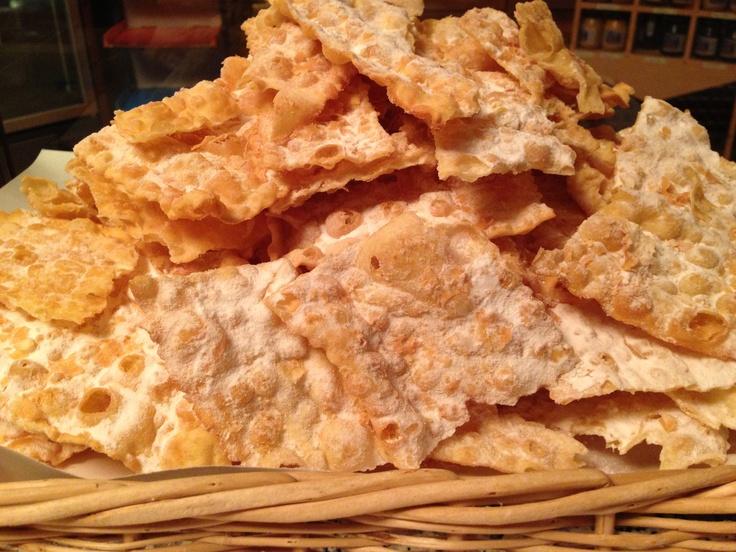 #crostoli o #grostoli #dolci tipici di #carnevale in #valdinon #valledinon #trentino #food