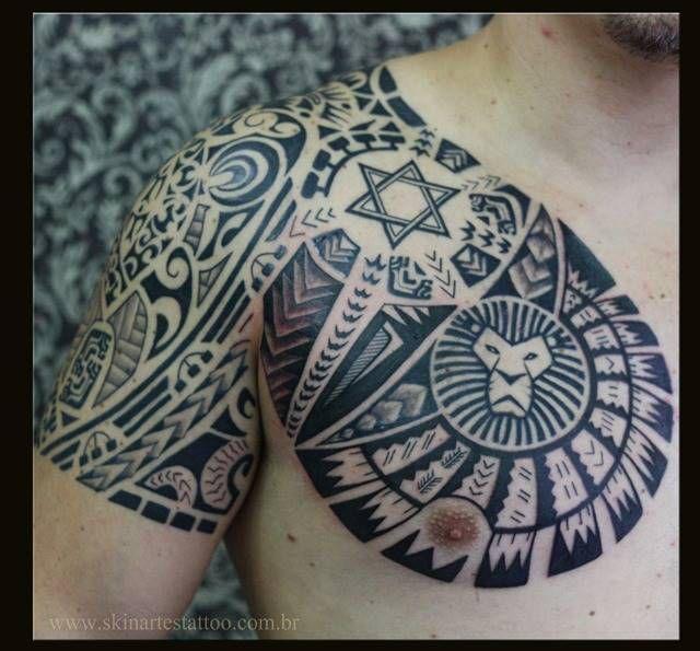 Tatuagem de Maori do peito ao antebraço Veja essa e outras fotos de tatuagens aqui.