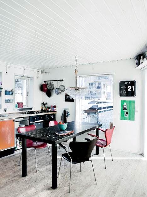Villa på vandet - Himmel og hav er rammen om en moderne husbåd - Boligliv - ALT.dk
