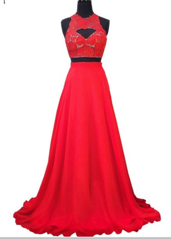The PROM dress is an elegant lace lace