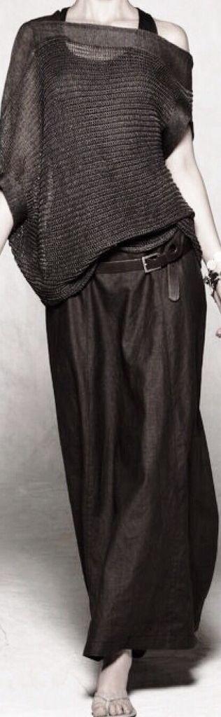É melhor uma saia longa que um jeans rasgado. Elegance !!!!!