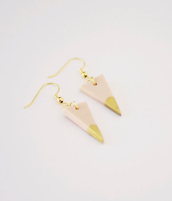 pale pink gold dipped triangle earrings. $16.99, via Etsy.: Triangle Earrings, Dipped Triangle, Pale Pink, Pink Gold, Gold Dipped