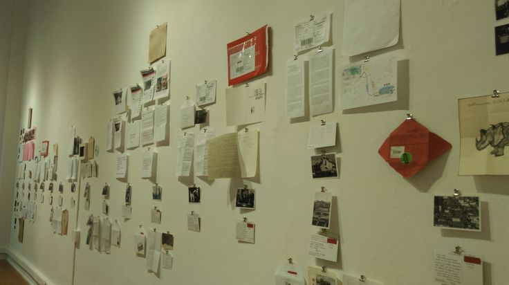"""Paula Arrieta (CL) """"Postales de la Historia de Chile (1982-2015)"""" Instalación Serie de intercambio postal por correo convencional"""