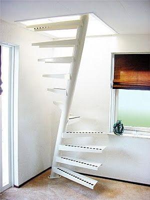 Escalera espiral con eje inclinado