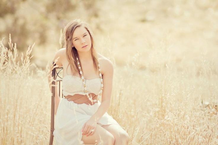 Adelaide Natural light Outdoor Photography.  Natural light / sunshiney light / Dreamy / Neutral / Senior Portrait / Portraiture / natural pose