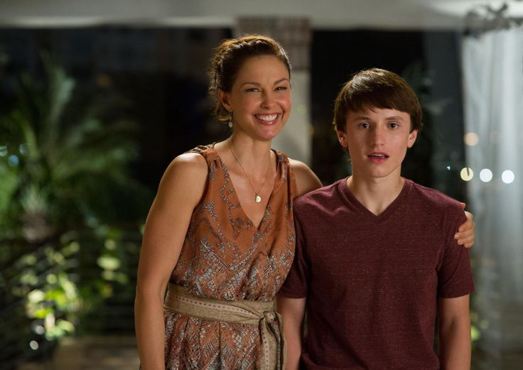 Still of Ashley Judd and Nathan Gamble in Dolphin Tale 2 (2014) http://www.movpins.com/dHQyOTc4NDYy/dolphin-tale-2-(2014)/still-4231905536