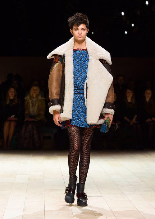 Le manteau en peau lainée du défilé Burberry automne-hiver 2016-2017Le manteau en peau lainée du défilé Burberry automne-hiver 2016-2017