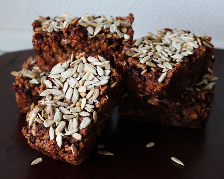 Mini rye breads with dark chocolate