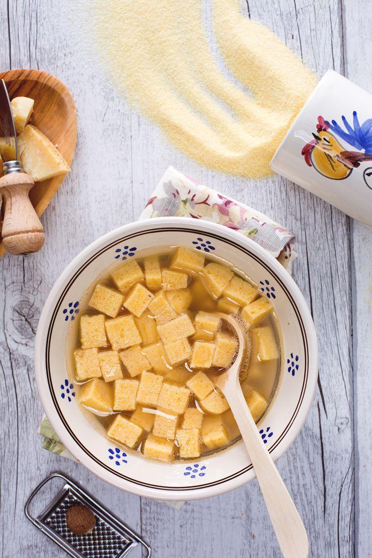 Zuppa imperiale: deliziosi bocconcini di semolino e Parmigiano tuffati in un brodo di carne che li avvolge con sapore.  Italian Imperiale soup