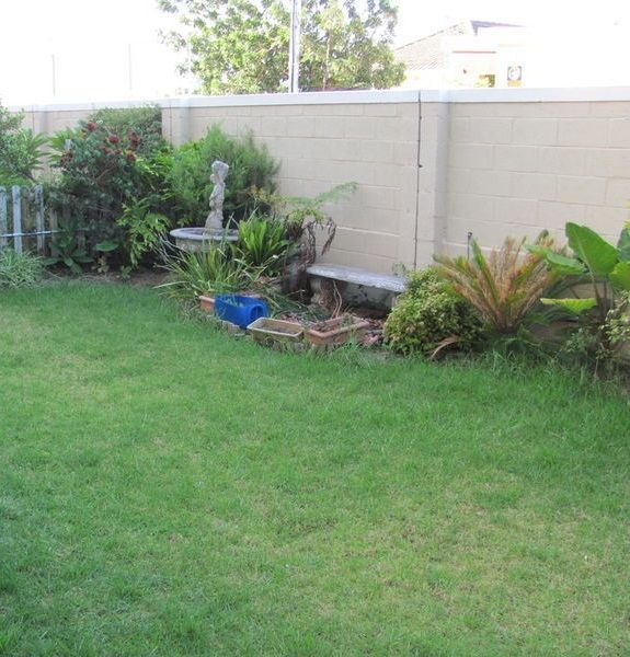 ThisProperty Offers:-2 Bedrooms-1 Full Bathroom-Lounge-Kitchen-Single Garage-Nice sized GardenGreat Apartment for the Starter Family orYoung Couple.For Any Additional Information or To ViewPlease Contact:Clarise Buitendag (Property Specialist)AIDA Helderberg081 018 0582