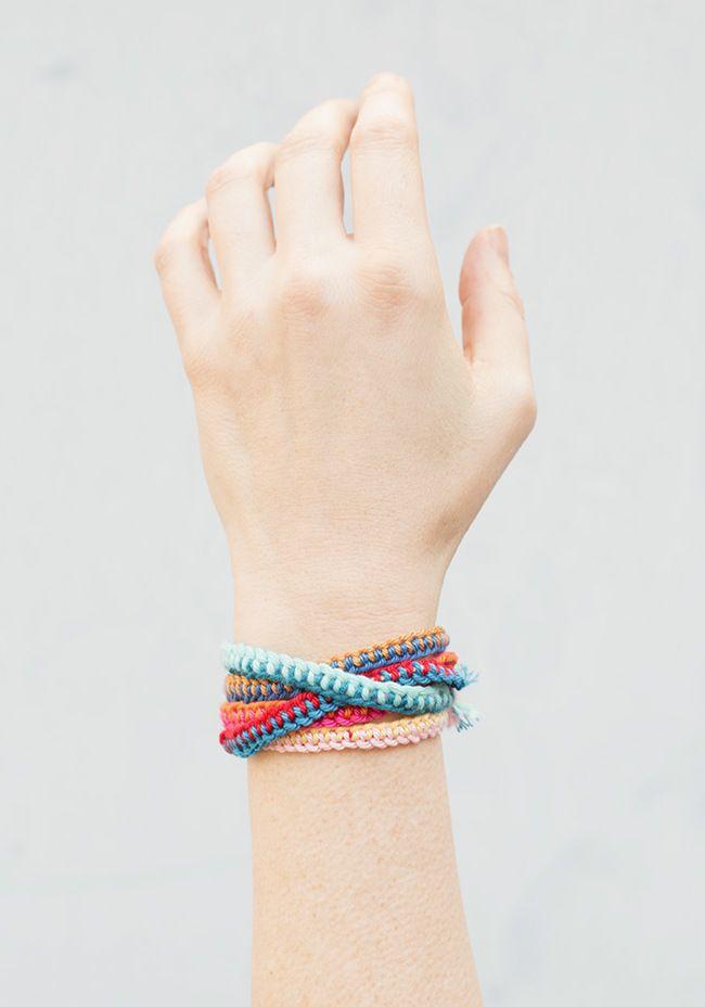 Freundschaftsbänder mit drei Farben häkeln