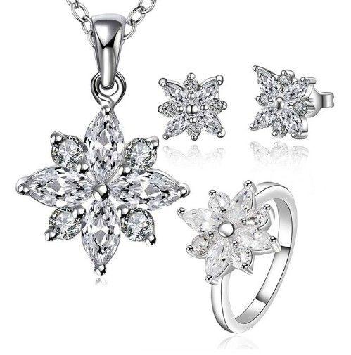 cercei, colier, pandativ si inel cu cristale in forma de floare http://www.bijuteriifrumoase.ro/cumpara/set-bijuterii-argintii-flower-3417