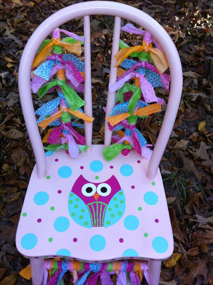 Little girl's owl chair for Christmas in the Country