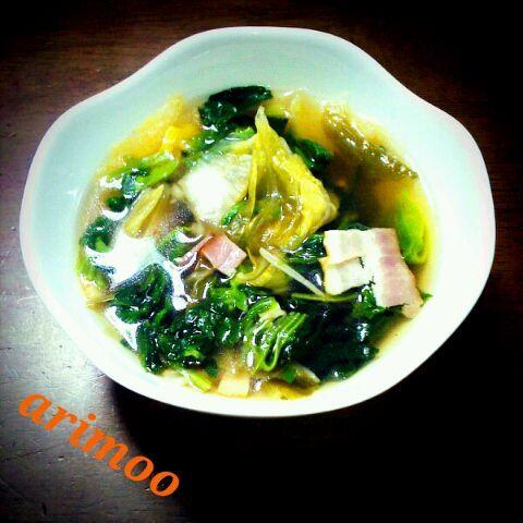 レシピ本から~♪野菜がたっぷり食べられるし、ピリ辛で美味しかった(^^)キムチの食べ方が最近マンネリ化してたのでステキ料理に巡りあえて良かった(><)*。° - 19件のもぐもぐ - ピリ辛♪キムチとほうれん草のsoup by arimoo
