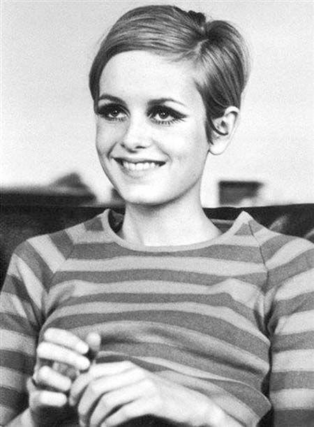 Für Vintage-Liebhaber: 60er Jahre Kurzhaarfrisuren - Twiggy - 60er Jahre #Frisuren #Liebhaber #Kurz #Twiggy