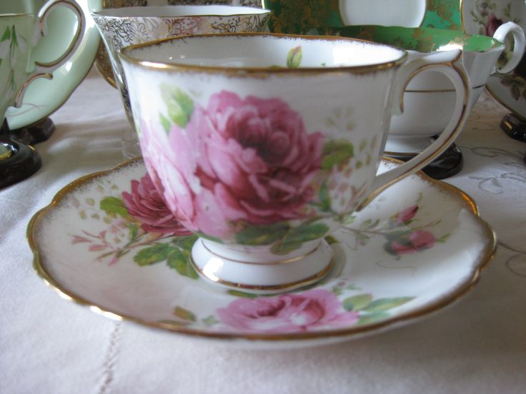 "Royal Albert ""American Beauty"" #5097"