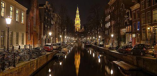 aan de voet van de Oude Zuiderkerk