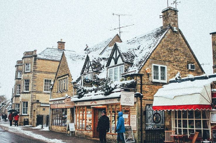 Bourton-On-The-Water, Gloucestershire, England ..♥♥...