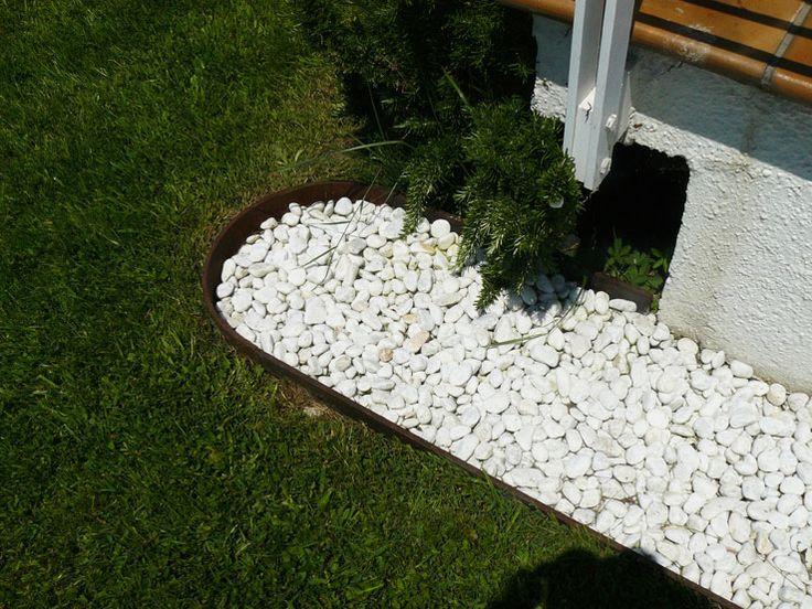 Bordillo de jard n en acero cort n detalle en redondo for Bordillos de hormigon para jardin