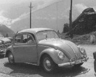 Klar, ein Klassiker, der VW Käfer. 1962 am Grossglockner. Mit Luftkühlung ging es - im Gegensatz zu manch anderen Autos - ohne Probleme bergauf zur Passhöhe. War stets zuverlässig. (Foto-Repro: presseweller)