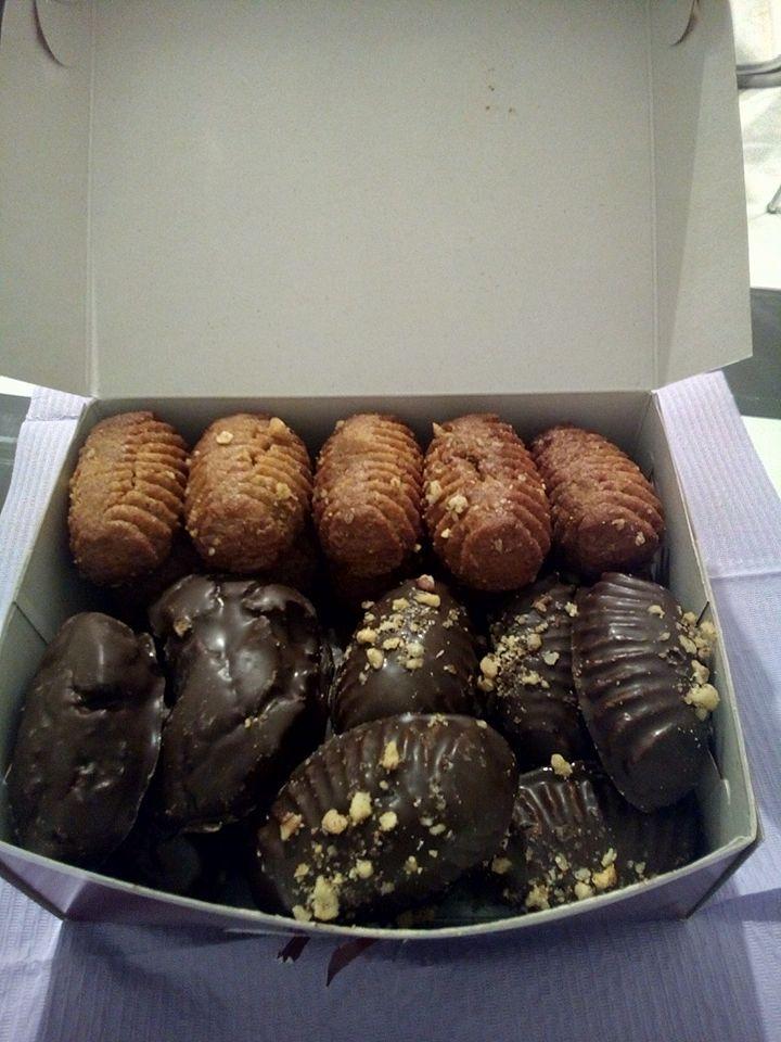 Ο κύριος Σωκράτης, ζαχαροπλάστης στο επάγγελμα ήταν το τελευταίο ραντεβού για σήμερα. Έφερε μελομακάρονα, μελομακάρονα με σοκολάτα και κουραμπιέδες με σοκολάτα για να μας ευχαριστήσει!!  Η μέρα δε θα μπορούσε να κλείσει πιο γλυκά :)
