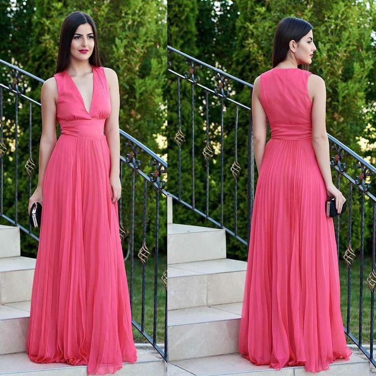 Rochie Daniella Cristea Sublime Style Pink Pret: 575.00 Lei - https://goo.gl/YpfmaL #rochiedeseara #rochiiieftine #rochii2017
