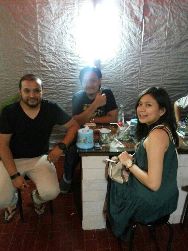Arya 'Element Band' dan Levy 'The Fly' enjoy their dinner di Warung Nasi PEDESSS Tuturipah, Jl. Arteri Pd. Indah Komplek Kodam P17 (samping BRI) Jakarta Selatan