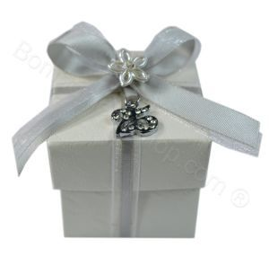 Silver 25 pendant encrusted with rhinestones attached to a favour box filled with a choice of dragees - candy - sugared almonds. Decorated with satin ribbon and a flower embellishment this is an absolutely stunning and elegant #bombomiere made in Italy for a 25th wedding anniversary favour favor #anniversary #favor #favour http://www.bombonierashop.com/en/department/11/Gold-and-Silver-Wedding-Anniversary-Favours.html