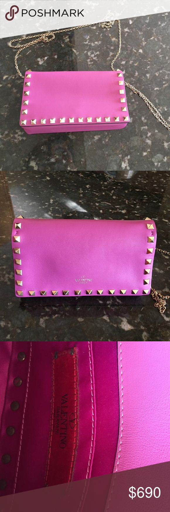 Valentino wallet on chain classic rockstud must have!99% new.                                size: height: 10 centimetres, depth: 5 centimetres, width: 18 centimetres, strap: 59 centimetres Valentino Bags Mini Bags