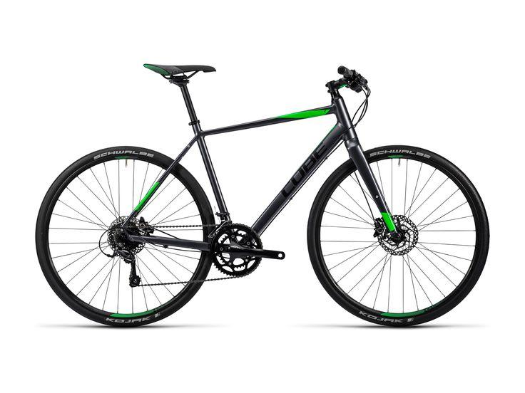 Cubes SL Road Pro ist ein sportliches Speedbike für gehobene Ansprüche. Die Scheibenbremsen können deinen Geschwindigkeitsrausch optimal kontrollieren.  Dazu gibt es 18 Gänge, mit denen man auch den steilsten Berg auf der Trainingsrunde gut bewältigt. #bikerboarder #fitnessbike