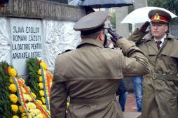 Autorităţile locale şi judeţene au sărbătorit sâmbătă, 25 octombrie, Ziua Armatei Române. Ceremonialul a avut loc în Cimitirul Sineasca, la mormântul eroilor neamului. La manifestare au participat prefectul judeţului Dolj, Sorin Răducan, primarul Craiovei, Lia Olguţa Vasilescu, preşedintele Consiliului Judeţean Dolj, Ion Prioteasa, directori de regii, reprezentanţi ai Armatei, Jandarmeriei, Asociaţiilor veteranilor de război şi […]