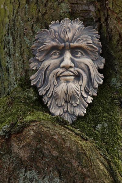Green man aus Keramik. Der Green Man (Waldgeist)aus Keramik hat eine Höhe von: 35,5cm und einen Durchmesser von: 23,5cm. Material der Wandmaske: weiße