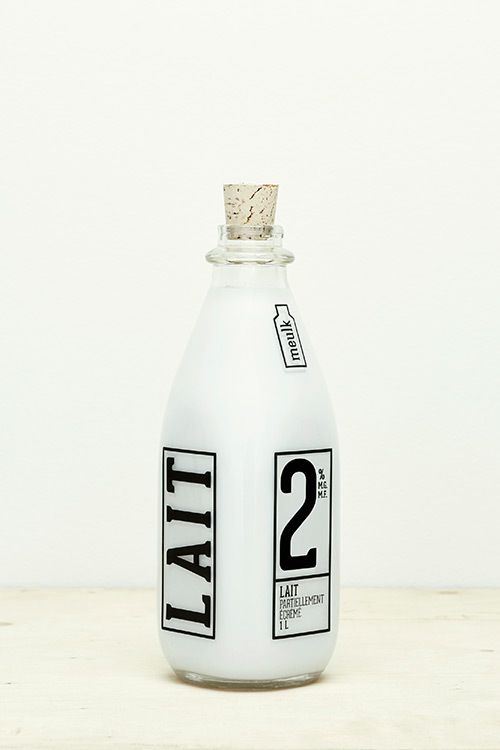 Really striking and simple milk bottle design from Penelope St-Cyr Robitaille, utilising the black on white brilliantly.   Meulk / Penelope St-Cyr Robitaille