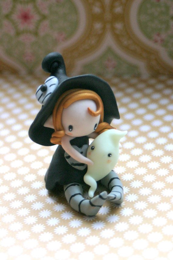:: Crafty :: Clay ☾☾ Halloween ☾☾ Fairy witch figurine made of polymer clay with a little glow in the dark ghost. size: approx. 6cm