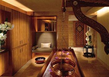 mandarin oriental hong kong review - Beaded Inset Hotel Decoration