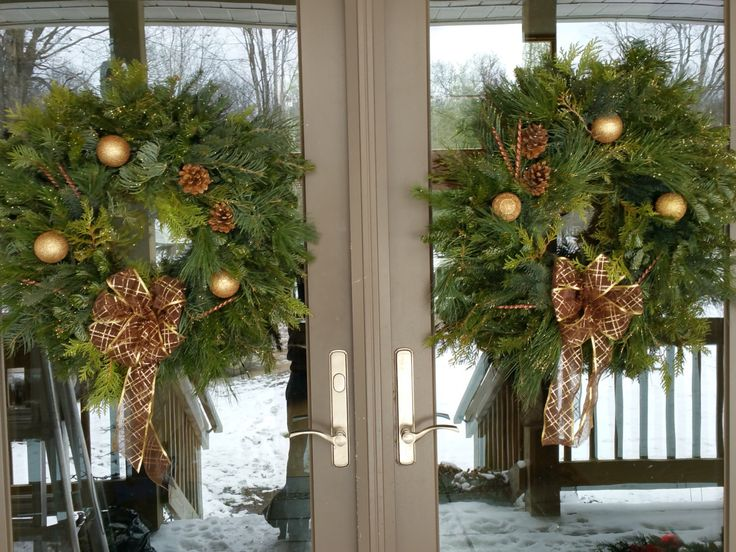 """Live Christmas Wreath, 22"""" all natural, outdoor wreath with brown and gold decorations by JeansWreaths on Etsy https://www.etsy.com/listing/493308433/live-christmas-wreath-22-all-natural"""