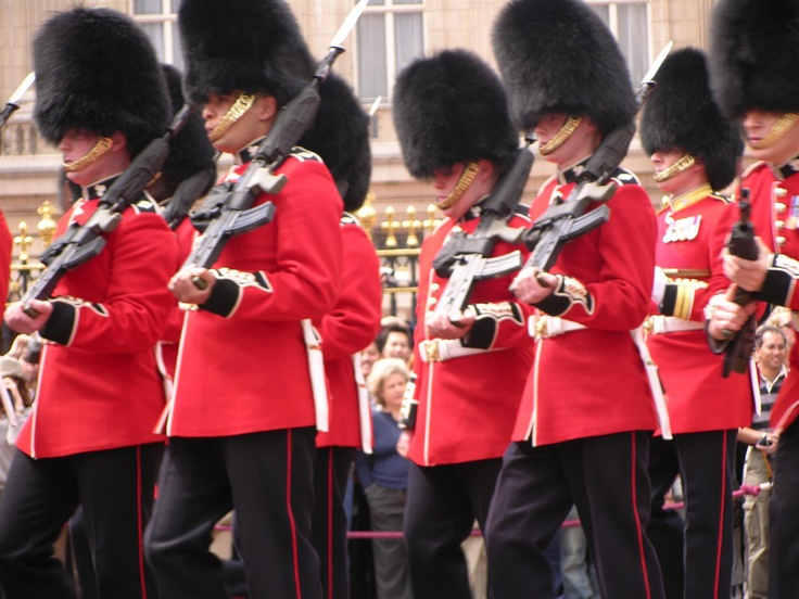 Royal guards at Buckinham Palace (very Turistic!!)