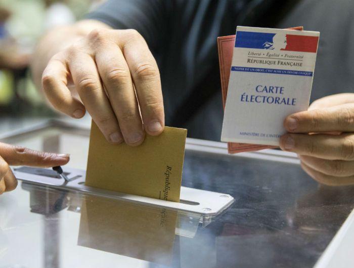 Présidentielle à Paris et en Ile-de-France: participation en baisse par rapport au 1er tour à 17 heures