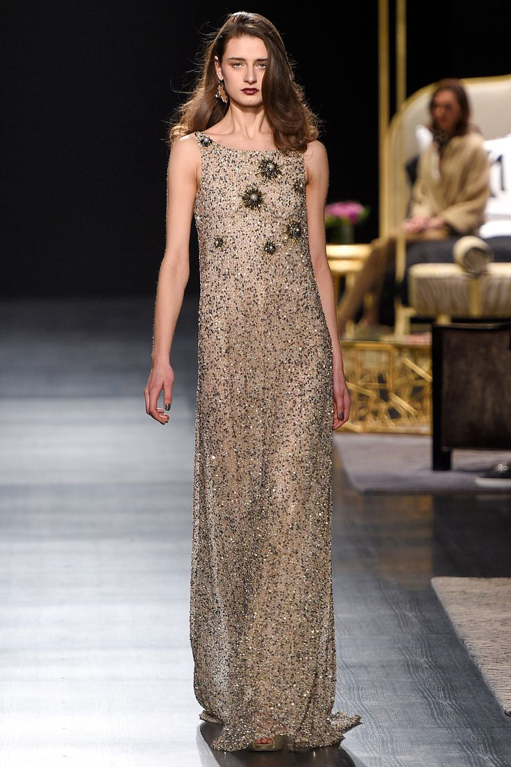 See the complete Badgley Mischka Fall 2017 Ready-to-Wear collection.