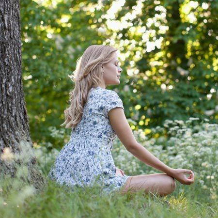 <p/><p><h2>So atmen Sie sich glücklich: Beruhigungs-Atmen</h2></p><p/><p>Wenn man viel zu tun hat oder nervös ist, atmet man meistens automatisch eher flach und kurz: Nicht das gesamte Lungenvolumen wird genutzt, die Luft kommt nur bis in den Schulterbere