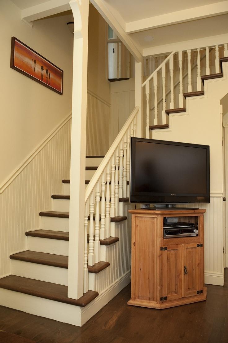 Escalier donnant accès au deuxième étage où se trouve 3 chambres à coucher et une salle de bain.