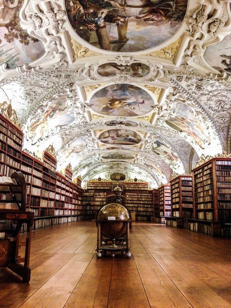 La superbe bibliothèque de Théologie du Monastère de Strahov