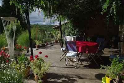 Terrasse d'un des Gîtes et Chambres d'Hôtes à vendre près Périgueux et Bergerac en Dordogne