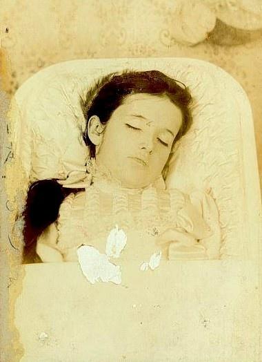 An analysis of john crowe ransoms dead boy