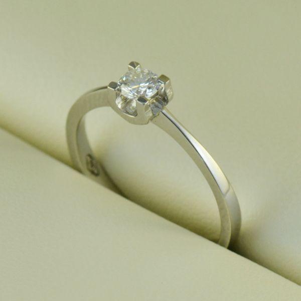 Inel de logodna (diamant), aur alb - Artofdiamonds.ro http://www.artofdiamonds.ro/inele-de-logodna-1/inele-de-logodna-cu-diamant/inel-de-logodna-diamant-aur-alb #diamante  #ineledelogodnacudiamant #inelcudiamant #diamonds #diamondengagementrings #diamondrings